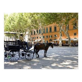Italia, Toscana, Lucca, birlocho en la plaza Tarjetas Postales