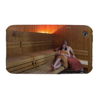 Italia, Toscana, par joven que se relaja en sauna Case-Mate iPhone 3 Carcasa