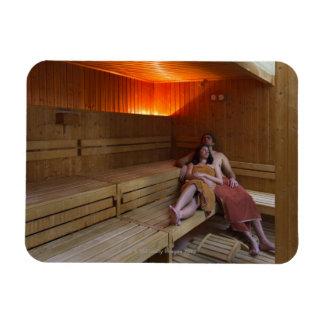 Italia, Toscana, par joven que se relaja en sauna Iman Rectangular
