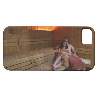 Italia, Toscana, par joven que se relaja en sauna iPhone 5 Funda
