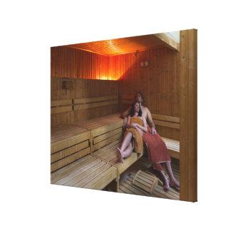 Italia, Toscana, par joven que se relaja en sauna Impresiones En Lona