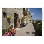 Italia, Toscana, Pienza. Calzada externa alrededor Tarjeta De Felicitación