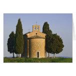 Italia, Toscana. Primer de la capilla de Vitaleta Tarjeton