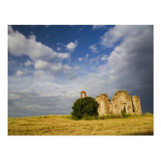 Italia, Toscana, ruina de la iglesia vieja en Postal