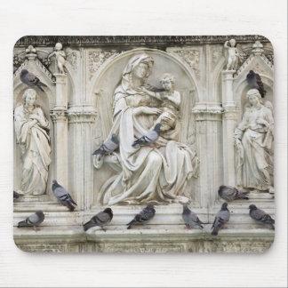 Italia, Toscana, tierra de Siena. Estatuas y pájar Tapete De Ratones