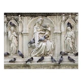 Italia, Toscana, tierra de Siena. Estatuas y Postal