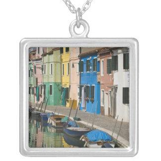 Italia, Venecia, Burano. Casas multicoloras a lo Colgante Cuadrado