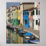 Italia, Venecia, Burano. Casas multicoloras a lo l Posters