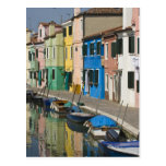 Italia, Venecia, Burano. Casas multicoloras a lo l Postal