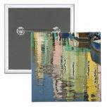 Italia, Venecia, Burano. Casas multicoloras adelan Pin