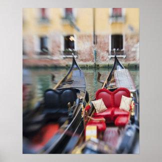 Italia, Venecia, foco selectivo de la góndola en l Póster