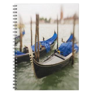 Italia, Venecia, foco selectivo de la góndola en Libreta Espiral