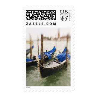 Italia, Venecia, foco selectivo de la góndola en Sellos Postales