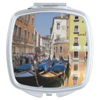 Italia Venecia góndolas amarró a lo largo del ca