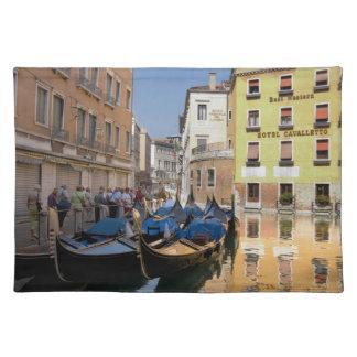 Italia, Venecia, góndolas amarró a lo largo del Manteles Individuales