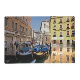 Italia, Venecia, góndolas amarró a lo largo del Tapete Individual
