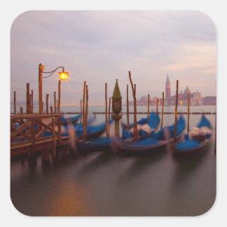 Italia, Venecia. Góndolas ancladas en el Pegatina Cuadrada