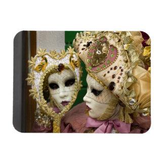 Italia, Venecia, isla de Burano. Mujer vestida ade Imán Foto Rectangular
