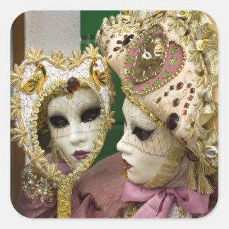 Italia, Venecia, isla de Burano. Mujer vestida Pegatina Cuadrada
