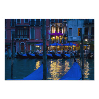 Italia, Venecia, opinión de la noche a lo largo de Cojinete