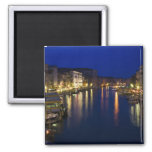 Italia, Venecia, opinión de la noche a lo largo de Imán