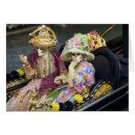 Italia, Venecia. Pares vestidos en los trajes para Tarjetón