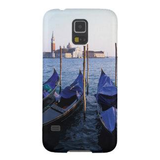 Italia, Véneto, Venecia, fila de góndolas y San Carcasas Para Galaxy S5