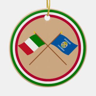 Italia y banderas cruzadas Calabria Ornamento De Navidad