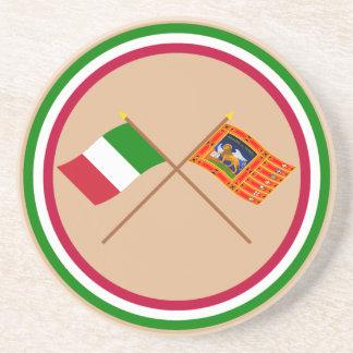 Italia y banderas cruzadas Véneto Posavasos Diseño