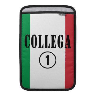 Italian Co-Workers : Collega Numero Uno MacBook Air Sleeves