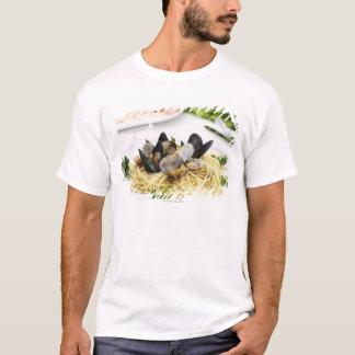 Italian cuisine. Spaghetti alle vongole. T-Shirt