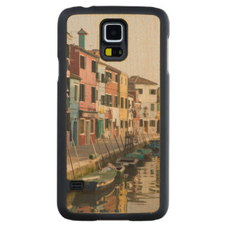 Italy, Burano. Colorful houses of line a Carved Maple Galaxy S5 Slim Case