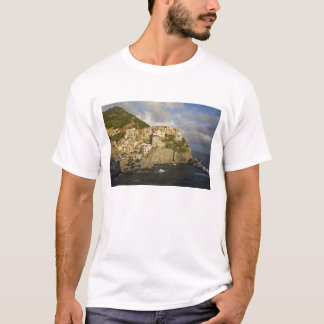 Italy, Cinque Terre, Manarola. Village on cliff. T-Shirt