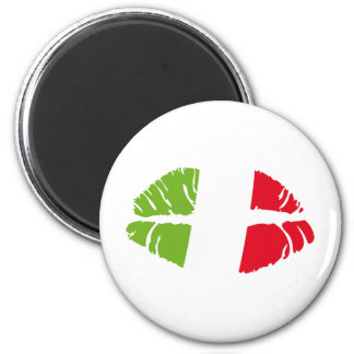 italy kiss magnet