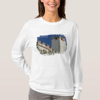 Italy, Malcesine, Lake Garda, Castle Scaligero 2 T-Shirt