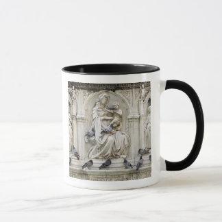 Italy, Tuscany, Sienna. Statues and birds on Mug