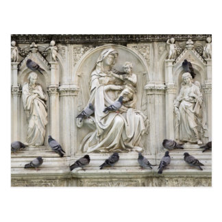 Italy, Tuscany, Sienna. Statues and birds on Postcard