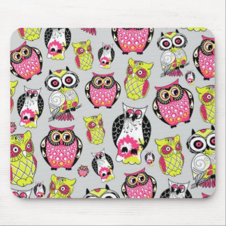 It's a hoot. Quirky Retro Owl pattern. Mouse Pad