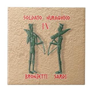 IV - Bronzetti Sardi Azulejo Cuadrado Pequeño