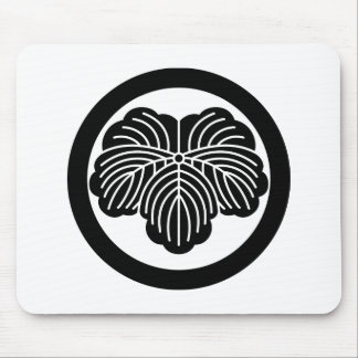 Ivy leaf in circle mouse pad