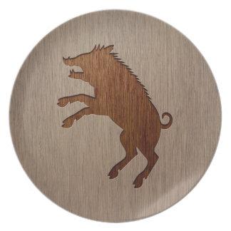 Jabalí grabado en el diseño de madera platos para fiestas