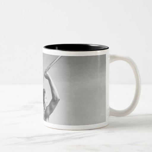 Jabalina que lanza del hombre taza de café