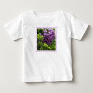 Jacaranda y camiseta de las mariposas