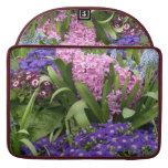 Jacintos rosados de las margaritas púrpuras fundas macbook pro
