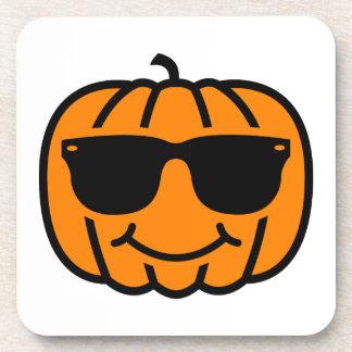 Jack-o-linterna fresca con las gafas de sol posavasos de bebidas