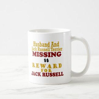 Jack Russell Terrier y recompensa que falta del ma Taza