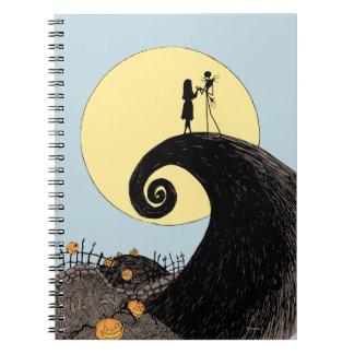 Jack y Sally que llevan a cabo las manos debajo de Libros De Apuntes Con Espiral