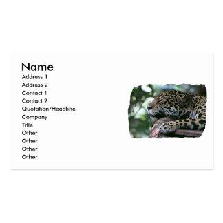 Jaguar el dormir con el fondo frondoso tarjetas personales