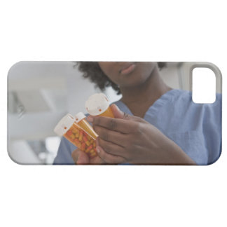Jamaican female nurse checking pill bottles iPhone SE/5/5s case