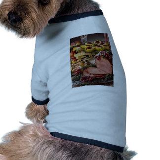 Jamón delicioso, camarón, peras con la placa de qu camisas de perritos